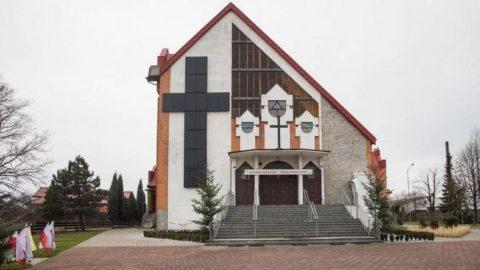 Krzyż z paneli fotowoltaicznych. fotografia: Jakub Bloszyk newspix.pl